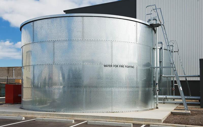 Tanki air industri yang digunakan sebagai penampung air untuk pemadam kebakaran
